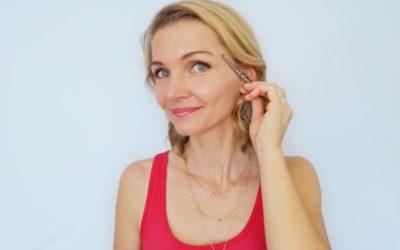 Krähenfüße: Ursachen, Gesichtsyoga und Punkte
